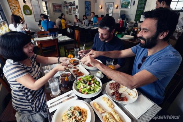 Vegetarian restaurants catering to different budgets and offering healthy meals are featuring more and more in Manila. The Corner Tree Café, a vegetarian restaurant at the hearth of Manilas financial district, testifies to the growing consciousness among Filipino middle class for healthy food.